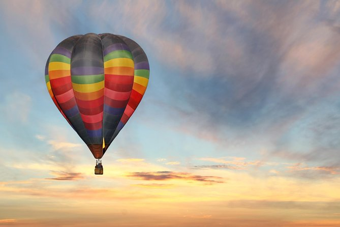 Gently float over a private vineyard on this hour long hot air balloon ride in Temecula. Cruise over citrus groves and wineries with a far-off view of the mountains in the distance. After landing, enjoy a light european breakfast served in a private rose garden. <br><br>