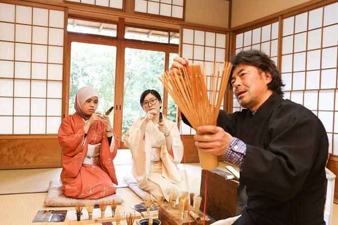 Have a precious experience in the birthplace of tea ceremony and tea whisks! This is very rare opportunity to watch master craftsman Tango Tanimura's fascinating techniques in person.<br><br>During the program, you can watch the demonstration by Mr Tanimura and try the last step of making a tea whisk under his guidance. <br><br>Please take it home with you as a original souvenir after completing your tea whisk. <br><br>The program is held at Hyakurakusou, a high-class Japanese restaurant located in the west of Nara city. There are 10 elaborately designed Japanese houses and a traditional wide garden. Please feel real Japanese seasons and its beauty of nature there.
