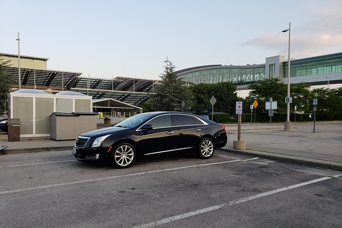 Arrive in Providence the easy and stylish way with a pre-booked private transfer service. A professional driver will pick you up at T.F. Green Airport and take you directly to yourhotel or private residence. Relax and enjoy the ride as you make your way into Providence in a comfortable luxury sedan