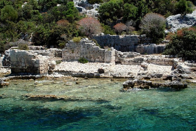 Visit some of the most popular attractions of Turkey on this full-day tour from Belek. Discover the ruins of the sunken city of Kekova during a glass-bottom boat tour, with time for a Mediterranean swim; explore the rock-cut tombs of the Lycian necropolis in Myra; and visit the Church of St. Nicholas in Demre, said to contain the tomb of its namesake saint.<br>
