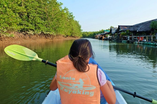 Float by kayak into the Mangrove forest of Thung Yee Pheng where you can spot monkeys, monitor lizards and many colorful birds. Continue to Aung Island and Koh Talabeng for sea cave kayaking, before having lunch at Bu Bu Island.
