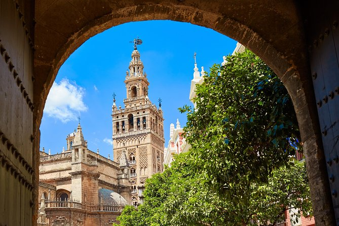 Make the best of your stay while in Seville and join the Monumental Seville: Cathedral and Alcazar Guided Tour and learn more about the history and fascinating beauty of these locations and why they are so important to Seville, Spain and the world! In addition, you can enjoy a guided tour of the Santa Cruz Neighborhood.