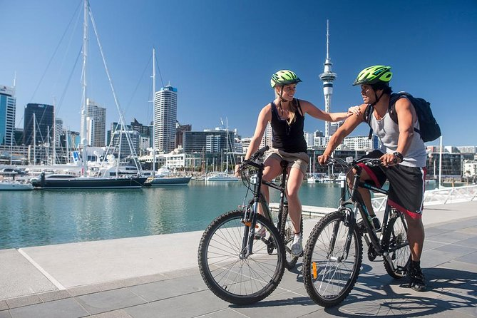 Explore Auckland by bike<br><br>Auckland has become one of the world's best cities to explore by bike, with cycle lanes and shared spaces linking you to most of the major sights and attractions in the city. <br><br>Our self-guided bike tour option is popular with confident, independent travellers who prefer to choose their own timetable and itinerary. <br><br>Our customer service team can help you choose the self-guided ride that suits your fitness, ability and interests. <br><br>Rate includes standard bike, helmet, cable lock and maps. Bottled water and NZ souvenir cycle jerseys available to purchase in-store.