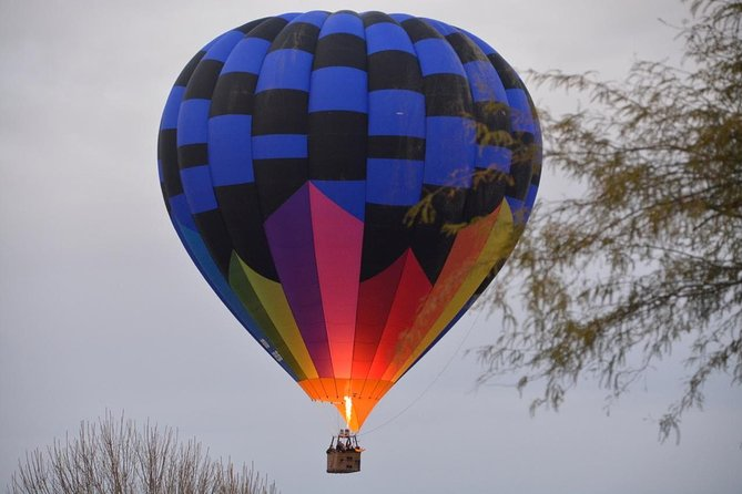 This scenic hot air balloon ridetakes you over the Sonoran Desert at sunset. Majestic views include McDowell Mountain Regional Park, Camelback Mountain, and the surrounding Phoenix metro valley.At the end of your 1-hour aerial tour, celebrate with a traditional post-flight Champagne toast and gourmet hors d'oeuvres.