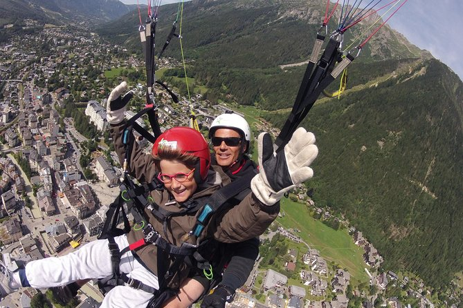 Paragliding is one of the best things to do in Chamonix. Enjoy a paragliding tandem flight over the Alps. <br><br>This flight is an acrobatic flight. You may choose it if you need a lot of adrenaline ! <br><br>Thanks to our professional instructors, you will be able to do this activity safely. All our instructors hold official french paragliding techer certificate, and subscribe to a full insurance, valid for you and for them.<br>