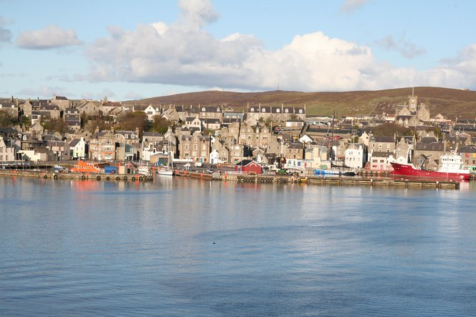 Download a vibrantly-narrated mp3 audio guide combined with a map detailing the area of your tour.<br><br>This informative audio guided tour through the historic fishing town of Lerwick will take you through the narrow streets where you will see sights such as great Fort Charlotte and take in breathtaking views from The Knab.
