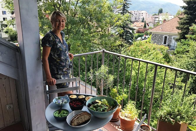 Private Market Tour and Modern French Cooking and Meal with a Local in Annecy, Annecy, FRANCIA