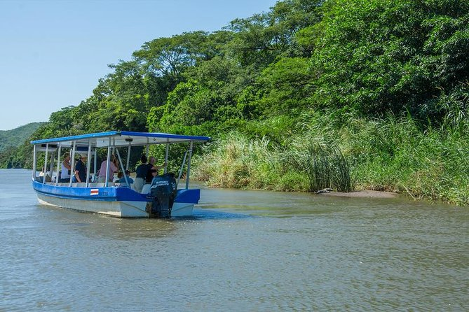 Palo Verde National Park is a wildlife refuge located between Tempisque and Bebedero rivers. In this park you can find the biggest area of wetlands in Costa Rica. This rich ecosystem combines rivers, marshland, mangroves and dry forest.