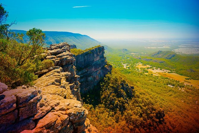 Amazing landscapes, plenty of wildlife on an unforgettable experience in Grampians National Park! Join us in a fun adventure.