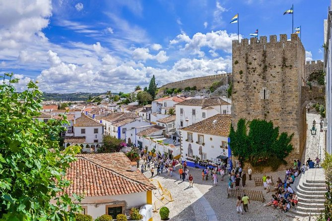 On our tour we will leave Lisbon and travel to Porto, passing through several different places.<br><br>Óbidos, Nazaré, Fátima and Aveiro (optional). In this Tour you will find the best scenery and the best historical points.<br><br>We also have a driver who will always be at your disposal, ready to answer your questions.<br><br>Come and enjoy this tour with us.