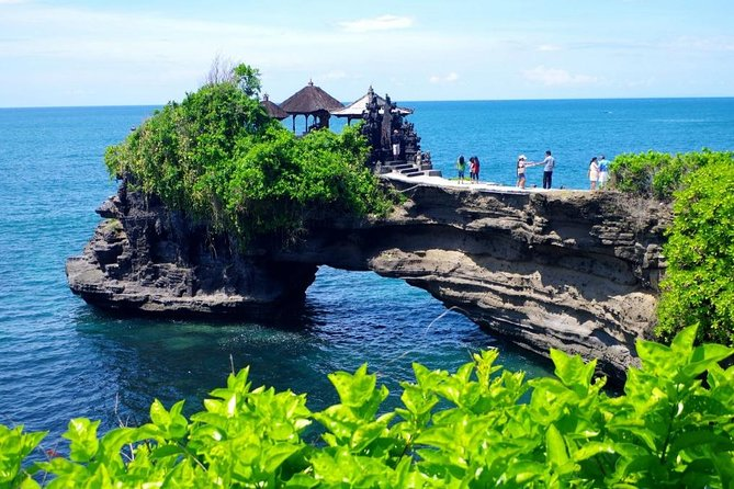 Bali highlight Tours is one of Bali's best full day tour offer for visitors. This full day tour lasting about 9-10 hours will visit Barong Tradional dance,Sangeh Monkey forest,Tanah Lot sea temple,breathtaking Bali rice terrace at Jatiluwih, This tour is very comfortable with our professional English speaking driver who is always outstanding offer our best service with comprehensive information. It is a private tour.<br><br>Jatiluwih Rice Terrace: In the fertile volcanic foothills of Batukaru Mountains you'll see an abundance of tropical fruits, spices, vegetables and flowers. It is no wonder that the community here is considered Bali 's farming elite. For the Balinese, cultivation of land is a creative art and a communal effort, and the people of Jatiluwih have created a true masterpiece - an endless and intricate jigsaw of finely curved rice terraces in brilliant shades of green, with glistening waters, so soothing to the eye.