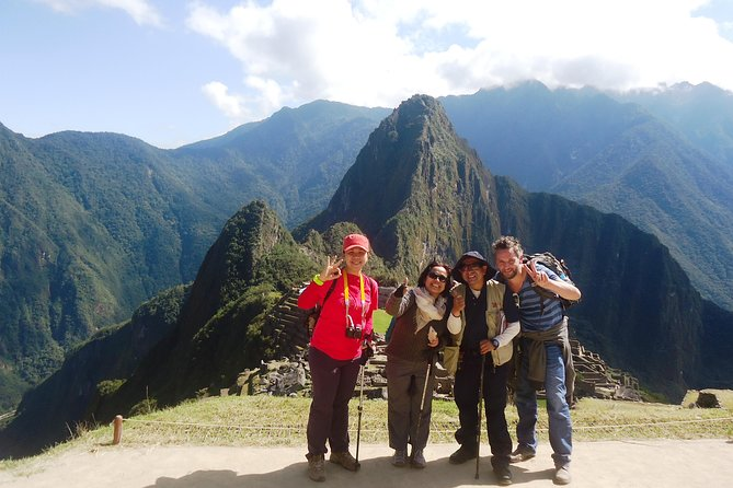 This tour is designed for the traveler who does not have a lot of time but would like to get the most out of their visit to Machu Picchu. You can choose to visit all the highlights of Machupicchu on a private guided tour that will last 2 - 2 1/2 hours. This is a flexible tour designed by you where you can visit the most important viewpoints, temples and palaces without a big group to wait for. You can visit as many places as you'd like and go at your own pace.<br><br>Please note: You must send us the time you have for the ticket to go inside Machupicchu