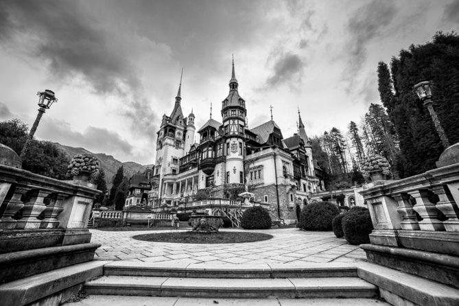 Day Trip to Dracula's Castle Full Day Tour from Bucharest - Small Shared Group, Bucarest, RUMANIA