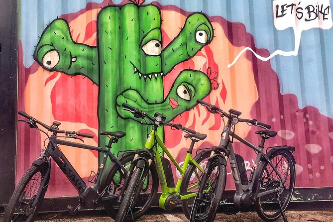 """Too hot for a regular bike tour? Wanna experience Austin in a new and exciting way? This ELECTRIC bike tour is for you! Check out Austin's favorite murals, landmarks, and history on this journey propelled by a pedal assist E-bike. The """" I love you so much"""" wall, infamous UT tower, boardwalk, 6th street, and much more are all within reach! Halfway through the tour we do stop for coffee/ beer/ snacks (not included) at a local Austin spot."""