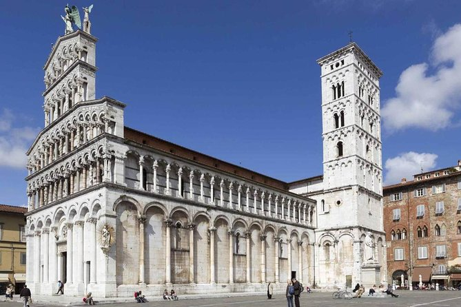 Get the freedom to explore Lucca at your own pace on a self-guided tour by bike. Follow the route of the provided map and visit the most important monuments independently