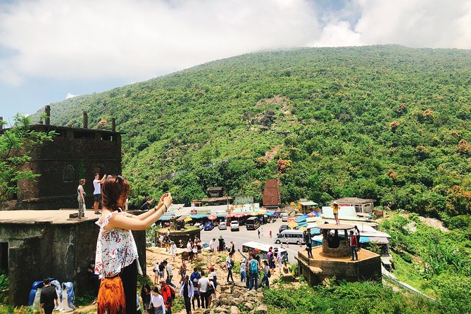 Bus Da Nang to Hue Visit Hai Van Pass and Lang Co beach, Da Nang, VIETNAM