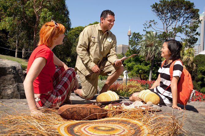 Join your Aboriginal tour guide to learn about the Cadigal people – the traditional owners of the Sydney city area.