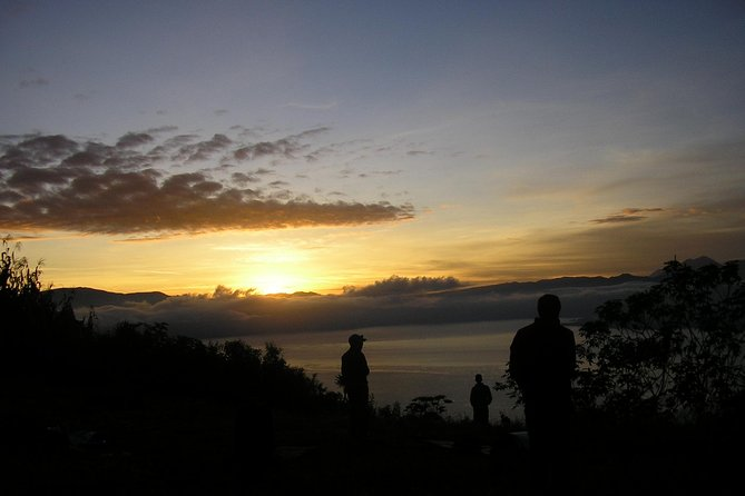 3 days hiking -Xela – Lake Atitlán<br><br>This hike is one of the most beautiful experiences at the Guatemalan highlands, where you will explore volcanoes, mountains and the Lake Atitlán. On the road we will pass through a diversity flora and fauna, we will stay at the local host families the first two nights. A Hike from Quetzaltenango, with a Maya Quiche origin to end at the Lake Atitlán with origin Maya Tzutuhil. We will trek 45 kilometers.