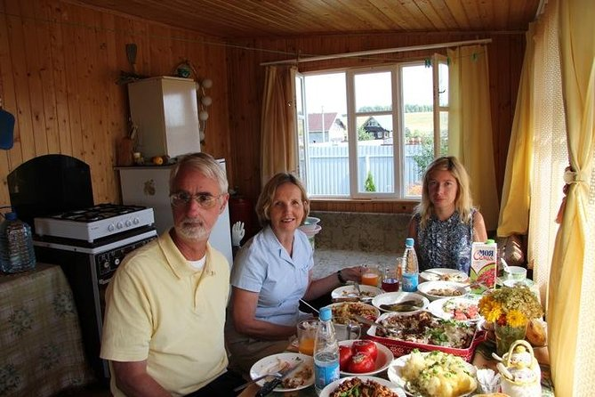 Dacha Tour-explore how Russians spend their summer time and have fun with locals, Moscu, RUSSIA