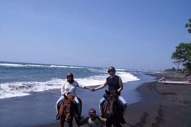 Have your thrilling adventure by horse riding at Black Sand Beach; visiting the craft village in Ubud area such as Celuk village, Mas village, and Ubud village; heading for Ubud Palace, one of the most prominent places in Ubud; Ubud Art Market, the traditional Ubud markets; Exploring agrotourism by tasting authentic Bali teas and coffees at agrotourism, and Kanto Lampo Waterfall, one of the popular places for waterfall attractions in Bali. Never miss this full-packaged tour that it will be a memorable moment in your lifetime.<br>