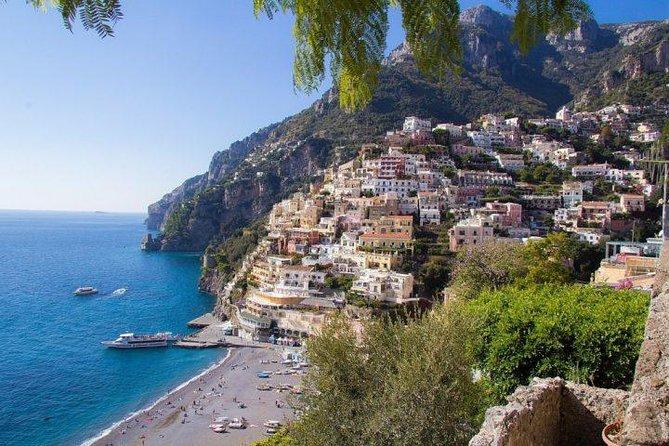 Trekking Montepertuso Hole in the Rock and a Round Trip Transfer, Amalfi, ITALIA