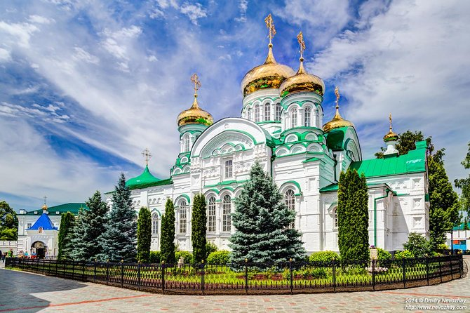 "During this private tour you will visit one of the largest Orthodox monasteries in the Tatarstan Republic as well as a ""Universal Temple"" - the most unusual tourist attractions of Kazan, combining various styles of buildings of different cultures and religions into one.<br><br>• Guaranteed skip-the-line entrance"