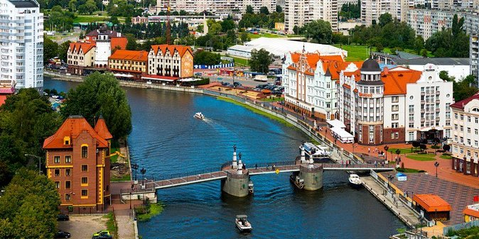 """Our private guide will take you to the remains of the city walls and stop to look at some of the surviving gates. The 4-hour tour includes a visit to the Cathedral, symbol of Kaliningrad and a chance to see the tomb of Immanuel Kant, the city's most famous former resident.<br><br>Then you may choose between visiting the Amber Museum, which introduces its visitors to the Baltic """"gold"""" – amber, or one of the objects of the Museum of the World Ocean: King's Gate, Friedrichsburg Gate, Space Communications Ship """"Kosmonavt Viktor Patsayev"""" or Soviet B-413 diesel Submarine.<br><br>• Guaranteed skip-the-line entrance"""