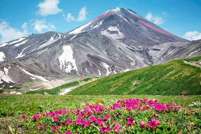 Avacha volcano (2741 m) is located 30 km from Petropavlovsk-Kamchatsky. In the crater of Avacha volcano, which is to fill in 1991, was a bowl diameter of 400 m and a depth of 200 m, it is always observed intense fumarolic activity. As a result of the eruption of 1991 t`he crater was sealed «lava stopper» Then fumaroles focused mainly on track «Lava Tube» from the edge of the volcano.From the top of a beautiful view. In the north — Hollow Nalychevo valleys, volcanoes Zhupanovsky group; in the east — Volcano Kozelskiy, expanses of the Pacific Ocean; on the west rises the massive cone of Koryak volcano; in the south — the city on the shores of Avacha bay, volcanoes Vilyuchinsky, Burnt, Mutnovsky.At the top of the volcano trail is laid, the average time of ascent to the volcano is 4 to 6hours. In the summer, for the ascent does not require special training or equipment.