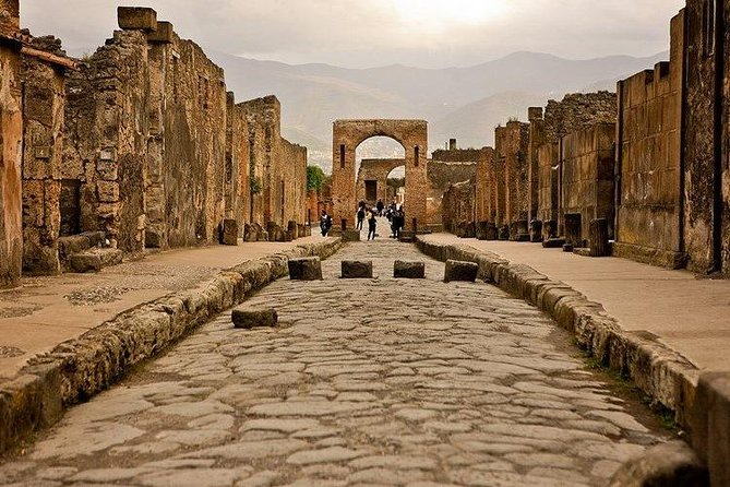 Full Day Small Group Pompeii Tour from Sorrento with Local Wine Tasting, Sorrento, Itália