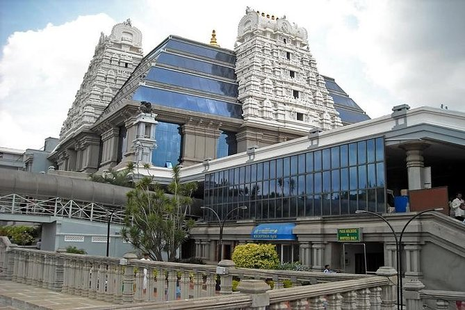 This 8-hour private tour ofBangalore City takes you to explore its most significant attractions. Visit theISKCON Temple Bangalore, Tipu Sultan Fort and Palace, Lalbagh Botanical Garden, Bangalore Palace, Cubbon Park,Vidhana Soudha and Attara Kacheri and Gavi Gangadhareshwara Temple.
