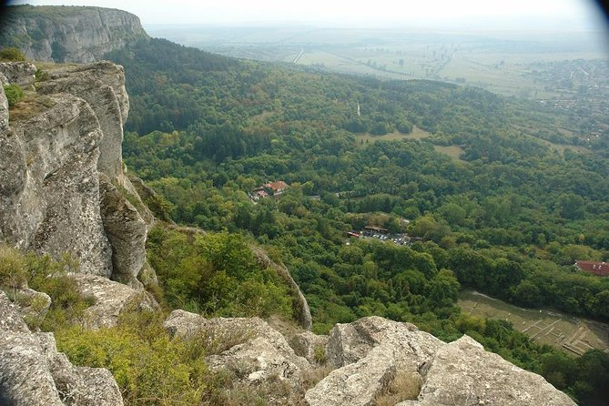 This is a one day guided tour that takes you to the west of Varna to explore a region with exceptional natural beauty, and which is also very rich in archaeological and historical monuments.The tour starts and ends in Varna, visiting the towns of Shumen and Provadia. The sites we visit include the Madara archaeological reserve- a UNESCO world heritage site, the Shumen Plateau Nature Park with Shumen fortressand the The Founders of the Bulgarian State Monument and the Ovech Fortress in Provadia. All of these sites are situated in picturesque surroundings, with exceptionally rich birdlife. <br><br>Bird species that may be seen on this tour, depending on the season: Egyptian Vulture, Lesser Spotted Eagle, Long-legged Buzzard, Black Stork, White Stork, Middle Spotted Woodpecker, European Roller, European Bee-eater, Black-headed Bunting, Sombre Tit.