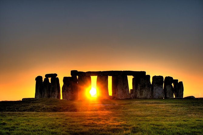 See the ancient wonder of Stonehenge in modern comfort. This tour will show you the ancient English heritage and many sites of historic and cultural interest, including Stonehenge and the Medieval City of Salisbury with its famous Cathedral and Magna Carta dating back to 1220. The tour dives into the depths of history and discovers the how, when, where and why of Stonehenge & ancient past of humans, from Neolithic Man to the present day.<br><br>PLEASE NOTE: tickets to Stonehenge are included, but NOT Salisbury Cathedral, as this is done by voluntary donation.