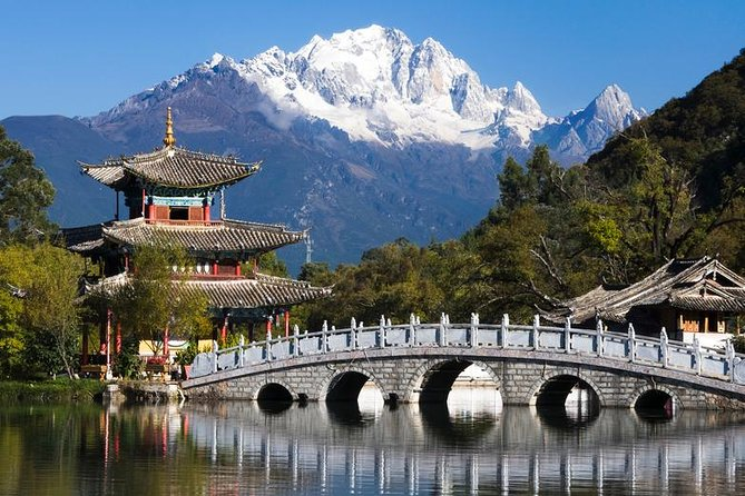 Private Lijiang City Day Tour of Lijiang Old Town, Black Dragon Pool, Dongba Culture Museum and Lion Hill, Lijiang, CHINA