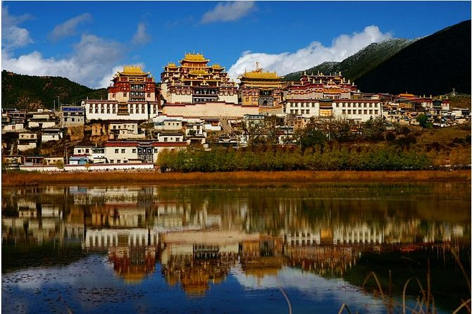 For this private day trip of Shangri-La, you are visiting the most classic sightseeing accompanied by our private Tibetan English-speaking tour guide to Ganden Monastery, Napahai Lake, Yila Grassland and Dukezong Tibetan Ancient Town. This tour includes hotel pick-up and drop-off, lunch, private transportation and a tour guide.