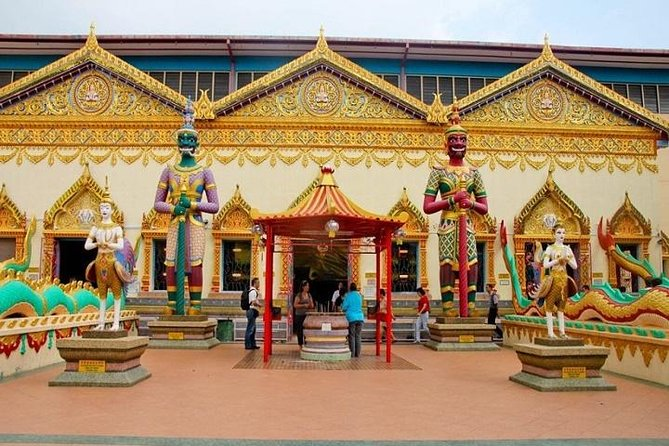 Enjoy the best of Penang on a private day tour with a local English speaking guide. Discovering its heritage buildings and temples and enjoy the fantastic aerial views at Penang Hills. With a knowledgeable guide, admire Buddhist temples, see beautiful Kuan Yin Statue at Kek Lok Si Temple and admire local market with various delicious hawker food.
