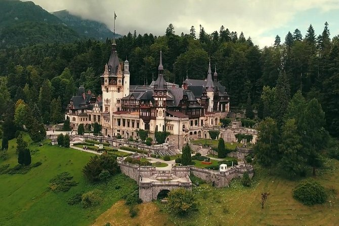 Discover the Romanian traditions and history in one day. The fascinatingtourto Transylvania - The land of Vampire - will reveal the myth of vampires, the history of theroyal family and medieval times.Enjoy a historical adventure to the Carpathians Mountains and southeastern Transylvania.