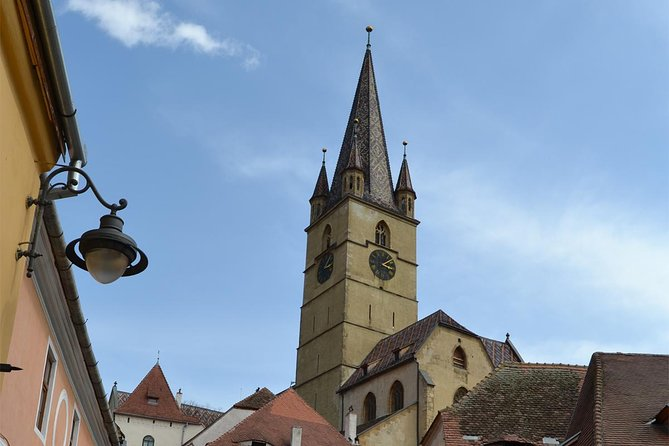 This full day tour brings you closer to the german ethnic group of the Saxons from Transylvania by visiting their most important city, Sibiu. In the afternoon you'll sample a bit of typical village life by walking through the romanian villages of Sibiel and Fantanele.
