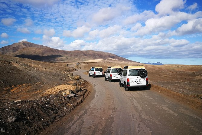 Enjoy some spectacular landscapes: La Geria or the Golfo area, the beaches of Papagayo, discover Femés... Our proposal immerses you in the whole area resulting from the last volcanic eruptions of Lanzarote in the eighteenth century, which radically changed the landscape of the island and its customs. Come on board in our 4x4 vehicles!
