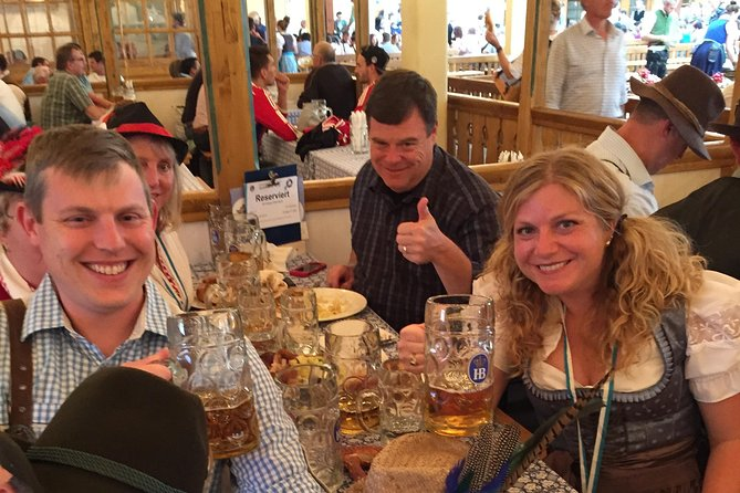 Munich Oktoberfest Tour and Table Reservation in Tent with Unlimited Beer, Munique, Alemanha