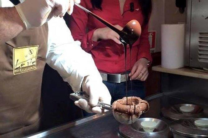 Preparazione e degustazione del famoso tartufo di Pizzo, Tropea, ITALY
