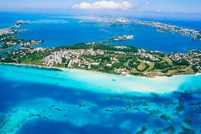Take in the key landmarks of Bermuda on a 5 hours circle-island sightseeing tour by coach. Starting from King's Wharf, visit the Royal Naval Dockyard where you'll learn about British colonial rule of the 1600s from your guide, and see the famous pink-sand beaches at Horseshoe Bay. Pickup and drop-off from the cruise port is included. <br><br>Circle the island on a 5 hour coach tour, Learn about the historic origins of Bermuda, Visit the dockyard and Horseshoe Bay <br><br>Pickup and drop-off included from King's Wharf<br><br>*All 9:30am tour start times will be adjusted according to the arrival time of the ships.*