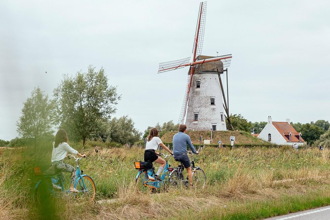 Hop on your bike and enjoy one of the most beautiful scenic routes through Bruges' countryside to the quaint town of Damme. Follow me through a medieval road, and see traditional windmills and bike along the canal. Explore Damme and discover more of the authentic local life on this picturesque tour!