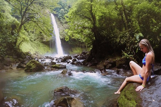 The tour that has it all!!<br><br>In this tour we will proudly show youthespectaculair nature that La Fortuna area has to offer. We will take you allong rivers, over high hanging bridges, jungle staircases, mountain trails, themagnificentla Fortuna waterfall, butterfly garden, Maleku Indian village, giant tree forest, el lago verde, lava rock fields, the highest scenicArenal viewpoint, Wildlife watching and to end visit a Hot spring resort with natural mineral hotwater. All of thisincluding, entrance fees, expert guide,warm typical lunch, fruitbreak, coffee break, cacique cocktail and mudmask.