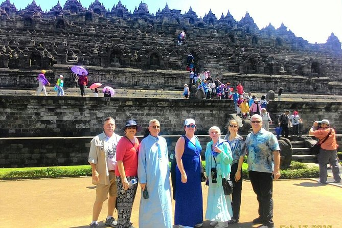 This Private excursion is suitable for cruise traveller, that need to back to the port on time. our proffesional team have been doing this tour since 2010 and always back to the port on time. Pick up directly at the cruise port with airconditioned new car and Licensed tour guide. you will drive to Borobudur temple, along the way you wil see the beautiful nature of central java and local activities. <br>Anyone should at least once experienced this one of the seven wonders of the ancient world.<br>