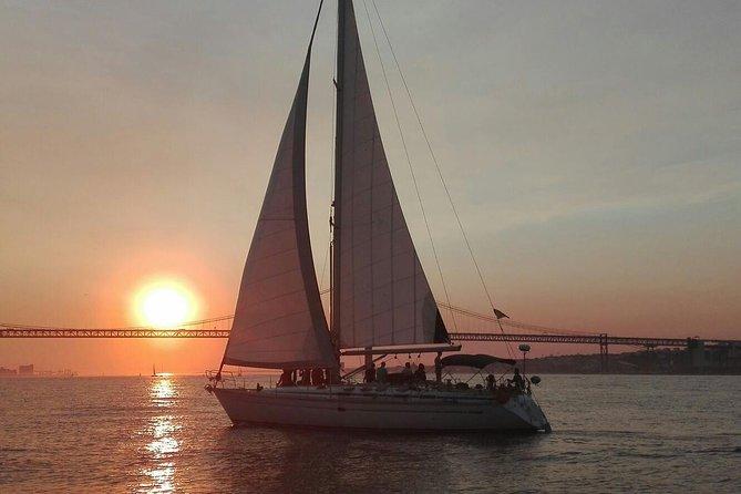 Crucero al atardecer por el rio Tajo en Lisboa, Lisboa, PORTUGAL