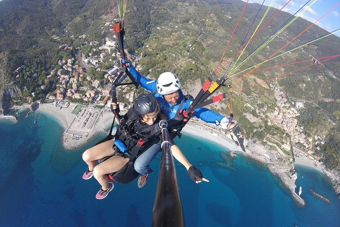 Fly with professional paragliding tandem pilots in Cinque Terre or Nord Tuscany, Cinque Terre, ITALY
