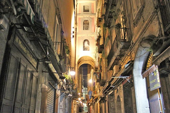 Naples by Night Food Tour with Wine Tasting & Visit of Decumani and Ancient City, Napoles, ITALY