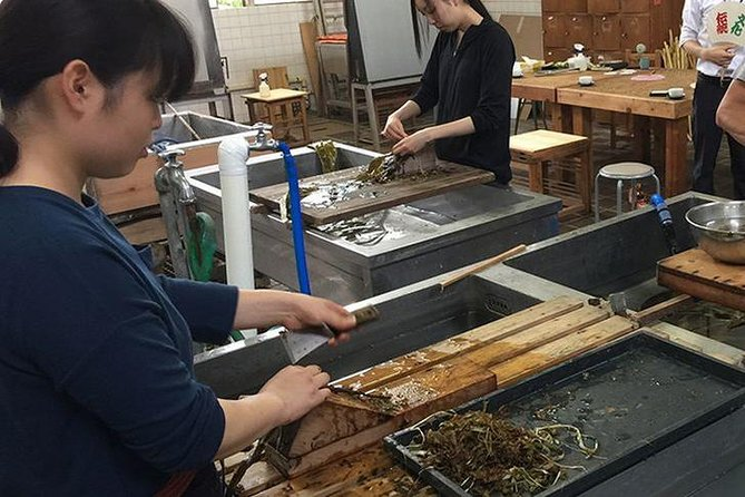 Let's visit Ogawamachi to make your own Washi paper (traditional Japanese paper) and visit a historical sake brewery.