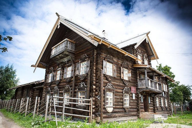 We offer ethnographic tour to see the places in republic of Karelia, where the old traditions, customs and mode of life of Karelian villages are still kept.<br><br>During the tour you will visit traditional Karelian village Sheltozero (a real village of Veps, situated 84 km from Petrozavodsk) you will get acquainted with the culture of Veps – a small nation in the Republic of Karelia. The village famous both for ancient wooden houses erected according to the traditions of Russian wooden architecture and for hospitality and friendliness of locals. You will see their traditional wooden houses, visit the Ethnography museum, enjoy the traditional folk show and taste local pastries with tea.