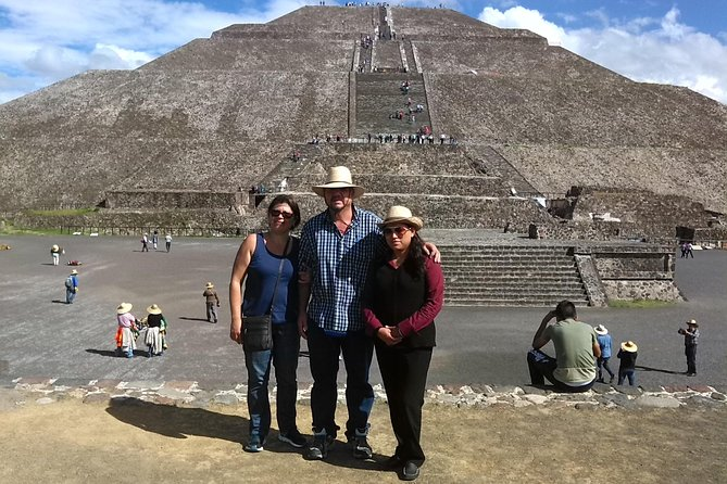 Enjoy a private tour in Mexico City and visit the Teotihuacan archaeological site and the Guadalupe Shrine. You will have a professional guide with you and learn all about the history of these two iconic places.